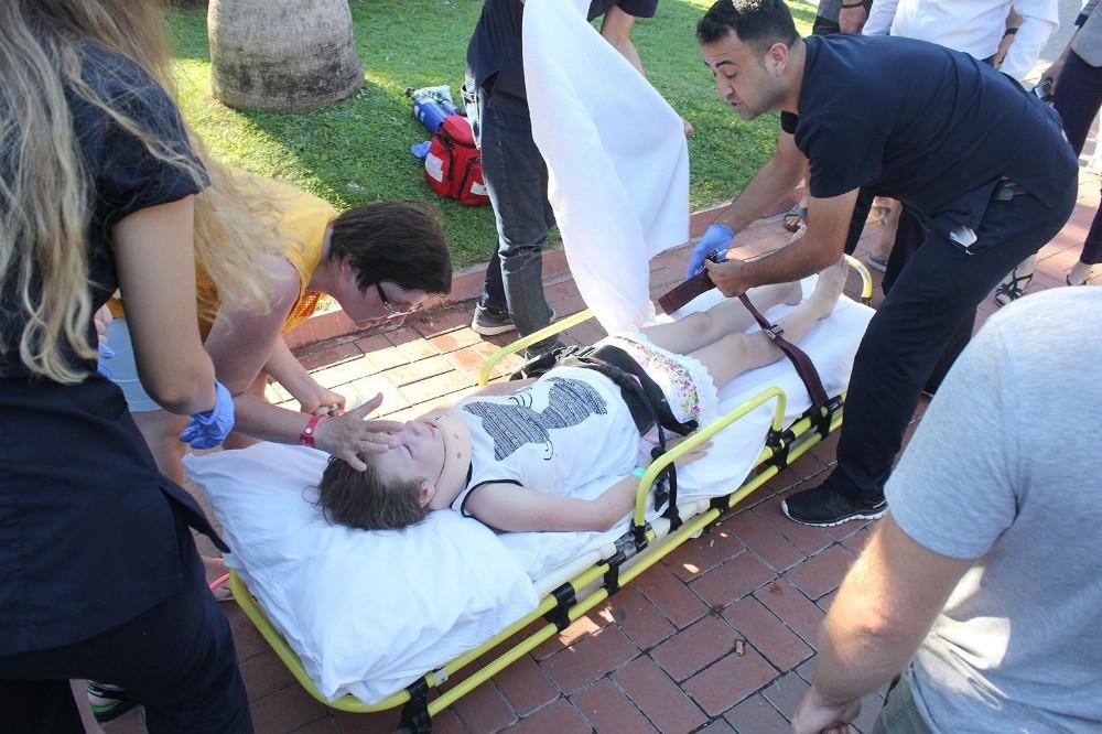 12 yaşındaki Rus çocuğa yaya geçidinde kamyonet çarptı