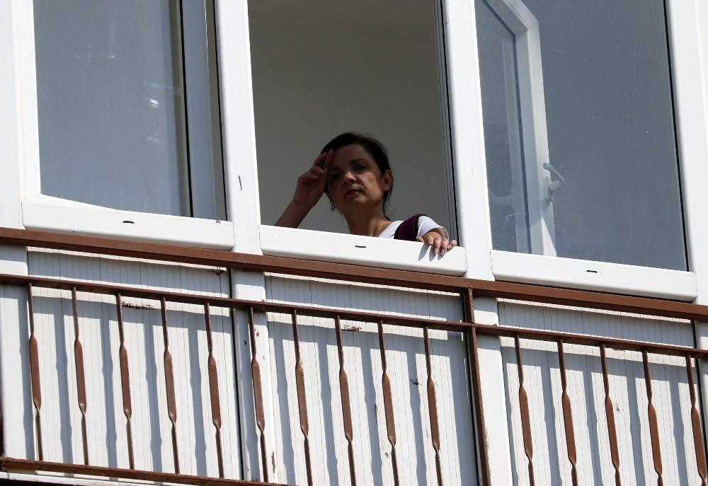 Rus uyruklu kadın 4'üncü katta mahsur kaldı