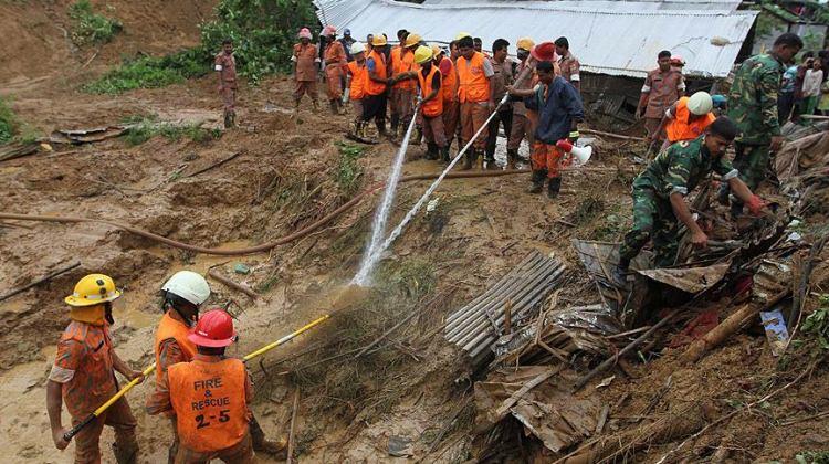 Bangladeş'te facia! 48 kişi öldü