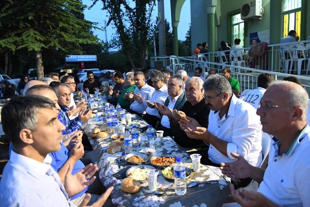 Başkan Böcek, Bahtılı Mahallesi'nde iftara katıldı