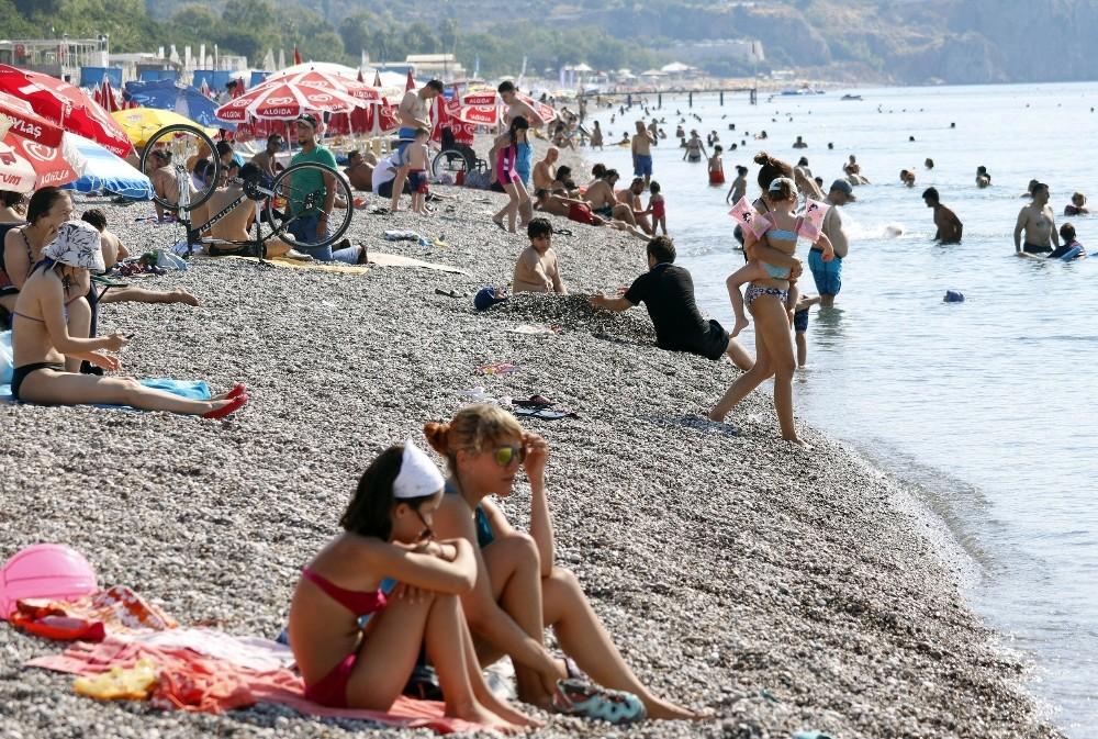 Antalya'da Bayramı denizde karşıladılar