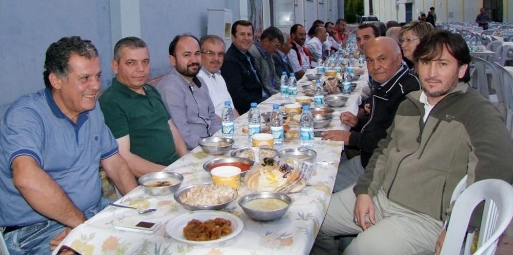 Korkuteli Belediye Başkanı Hasan Gökce den iftar yemeği
