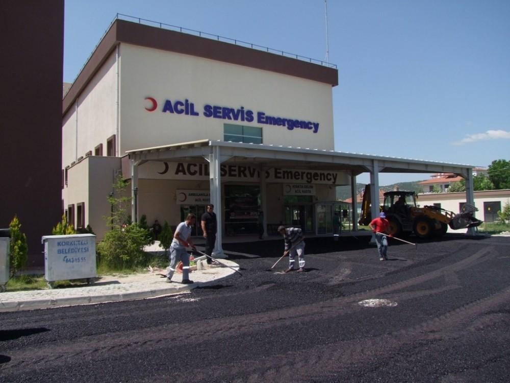 Korkuteli Devlet Hastanesi Acil yoluna sıcak asfalt