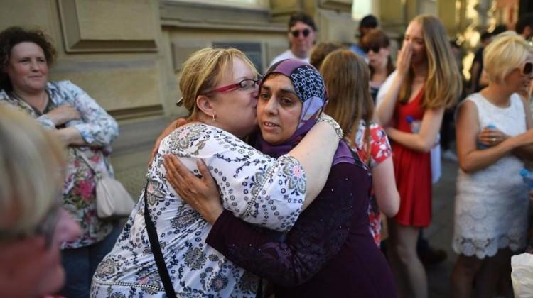 İngiltere'de 'gerçek İslam'ı gösteren' kadına övgü
