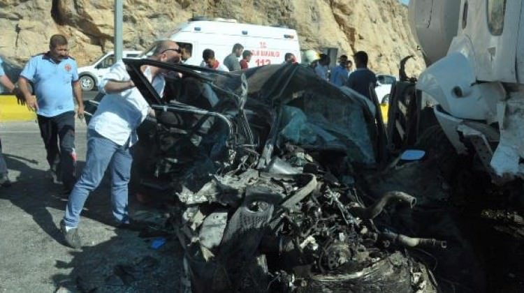 Mardin'de zincirleme kaza: 2 ölü, 13 yaralı