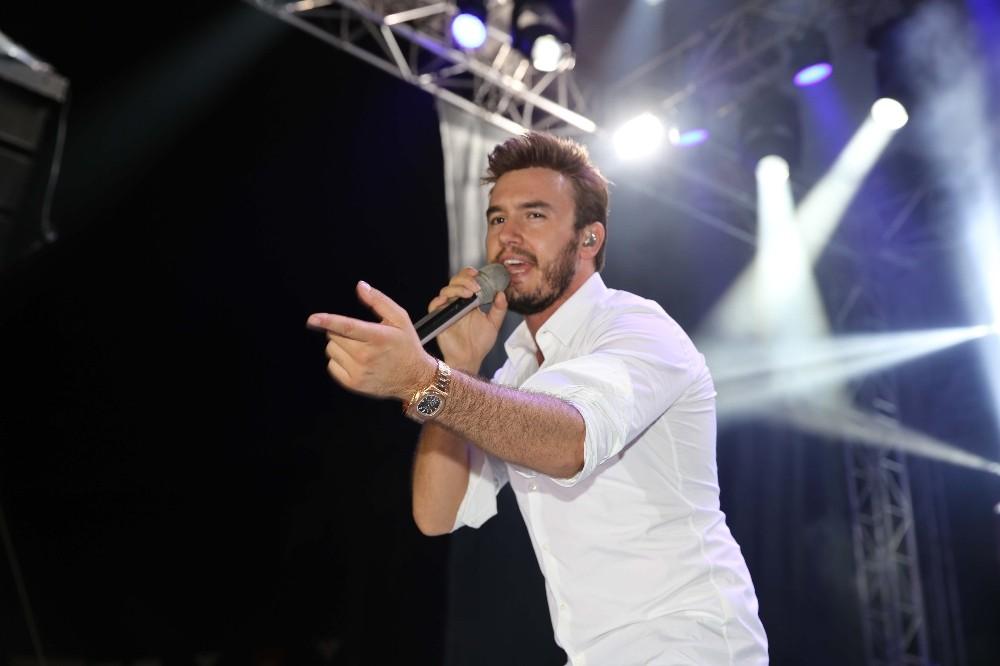 Mustafa Ceceli, Finikelileri coşturdu