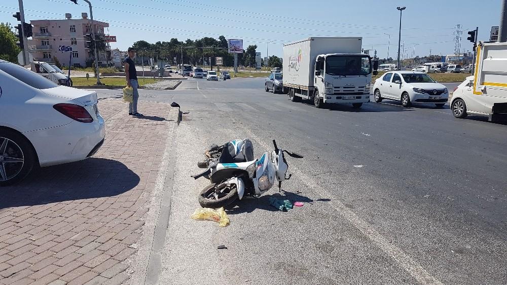 Manavgat : Otomobil motosiklete çarptı: 1 yaralı