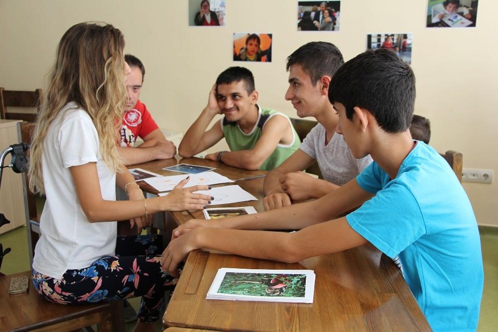 Spor ve sanat etkinlikleri 'Engelli Yaz Okulu'nda