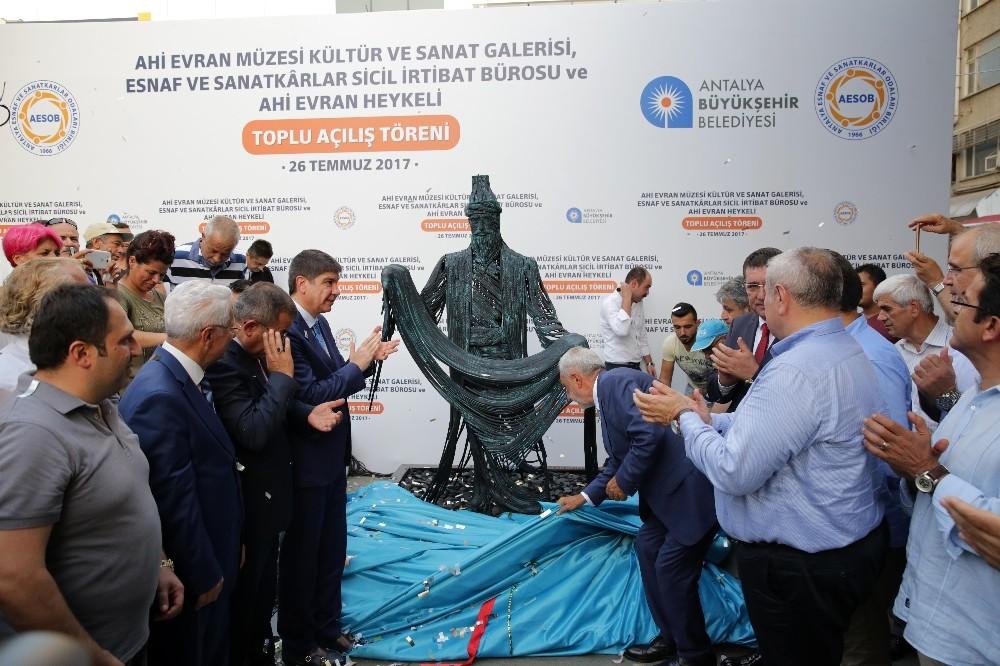 Ahi Evran Sanat Galerisi ve Heykeli törenle açıldı