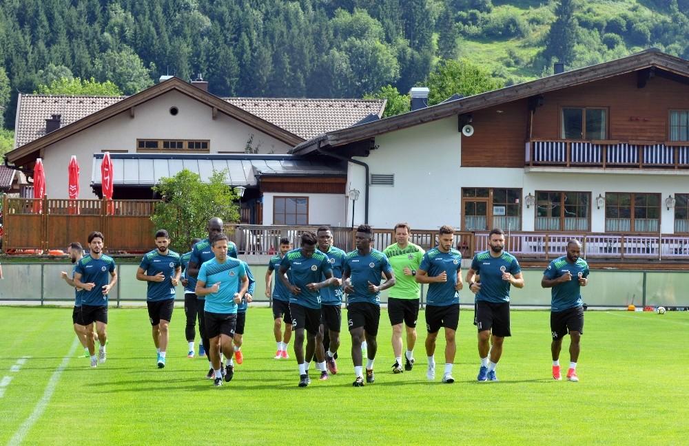 Alanyaspor hazırlıklarını Avusturya'da sürdürüyor