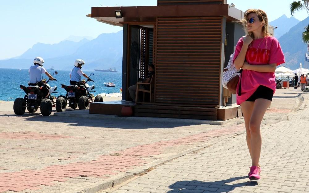 Antalya sahillerinin güvenliği ATV'li polislere emanet
