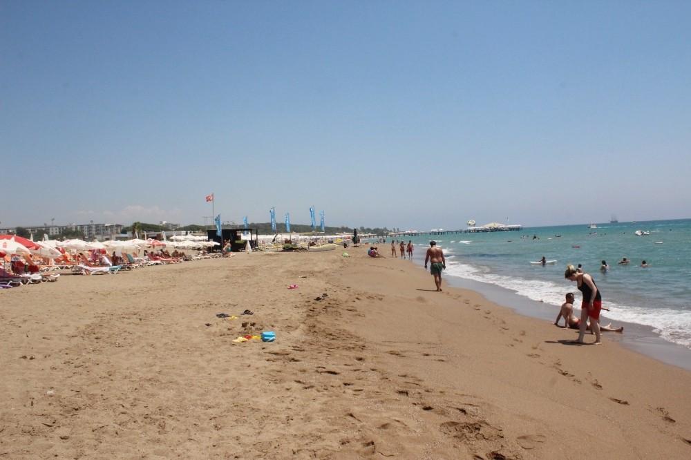 Side sahildeki zift temizlendi