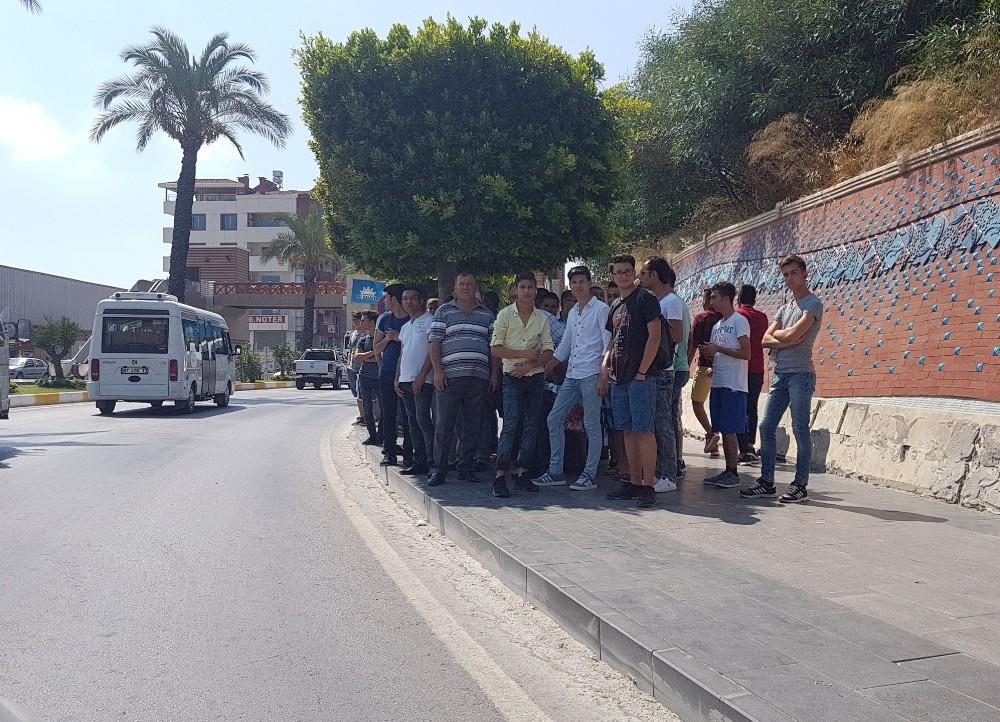 Antalya'da otobüs beklemek