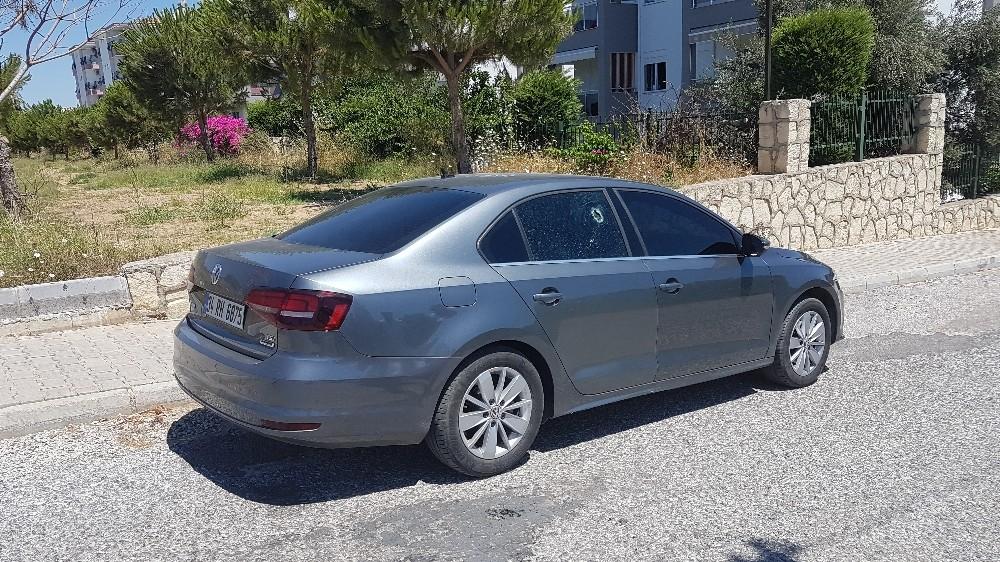 Antalya'da park halindeki otomobil kurşunlandı