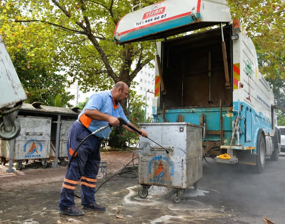 Çöp konteynerlerine yaz bakımı