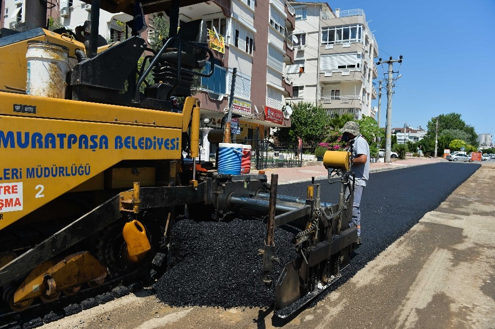Muratpaşa Belediyesi asfalt çalışmalarına devam ediyor