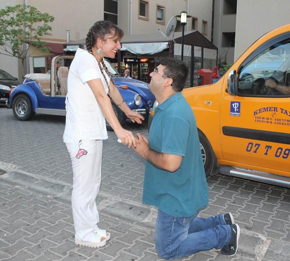 Hemşireye sürpriz evlilik teklifi