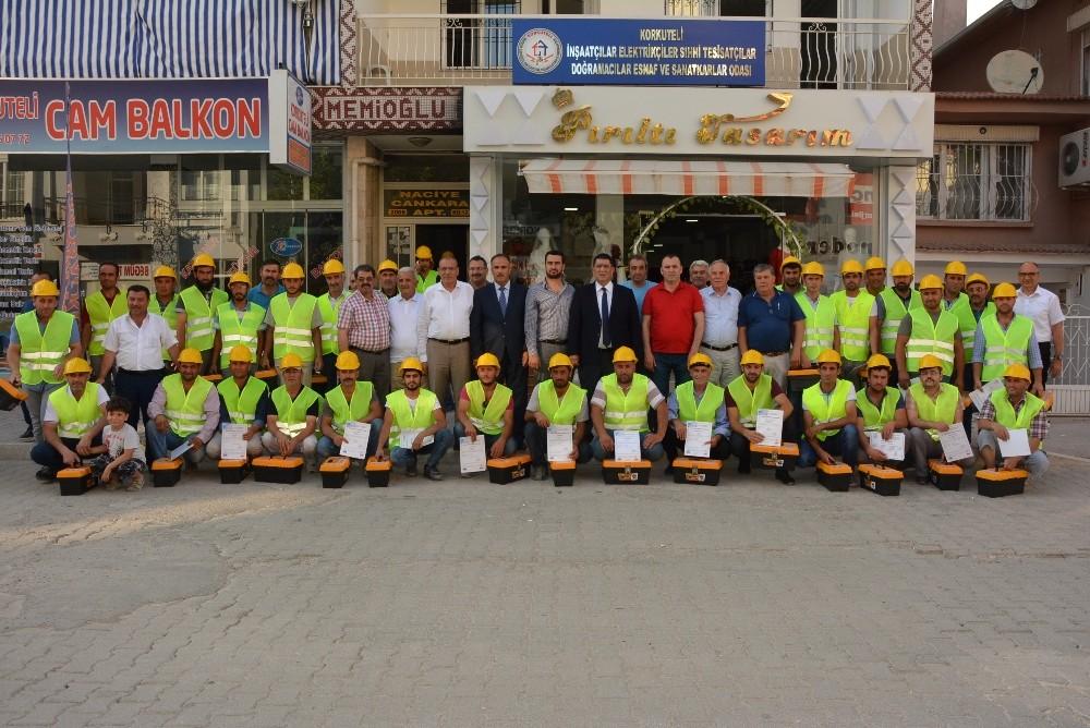 inşaat sektörü çalışanları sertifikalarını aldı