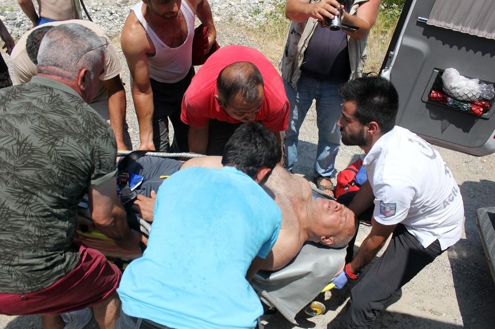 Kemer'de suya atlayan turistin ayağı kırıldı