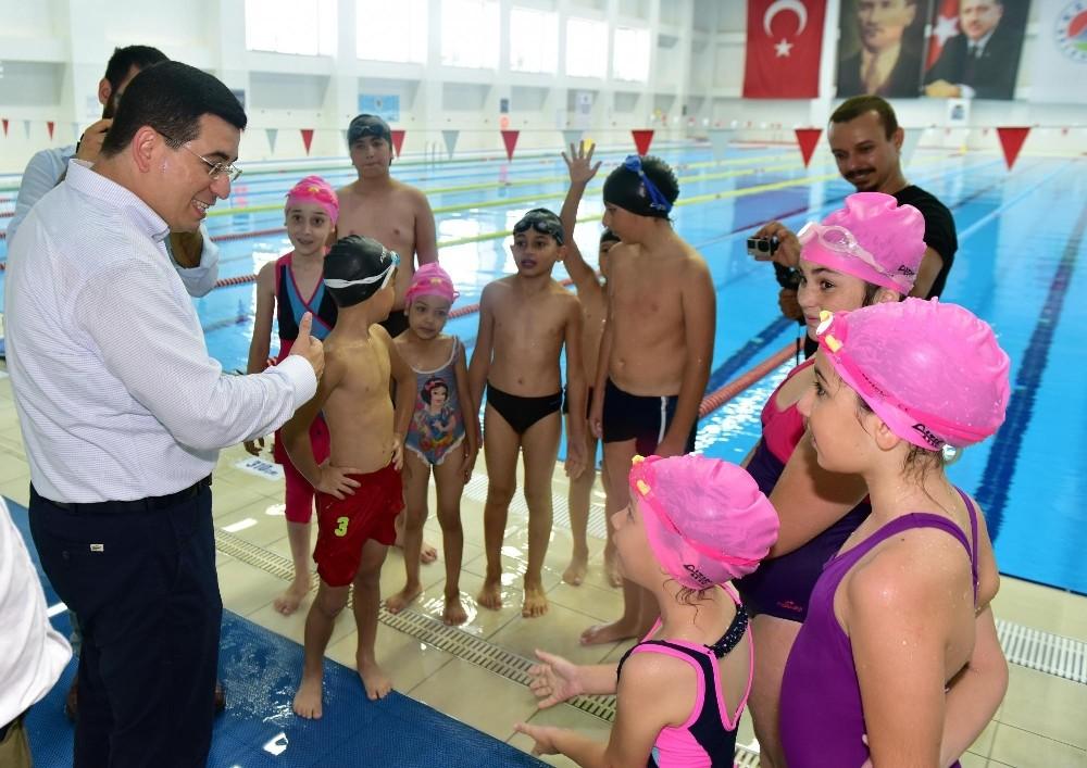 Kepez yüzme kurslarına bin 500 öğrenci katıldı