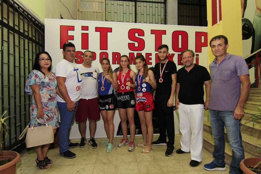 Kickboks Türkiye Şampiyonu Antalya'dan çıktı