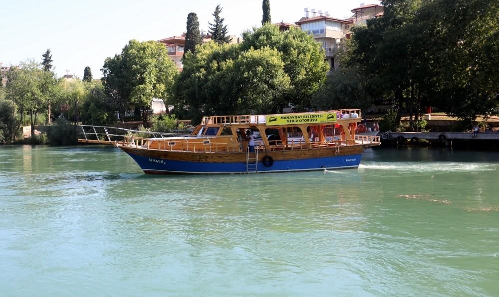 """Manavgat Belediyesinden ücretsiz """"Nehir Otobüsü"""""""
