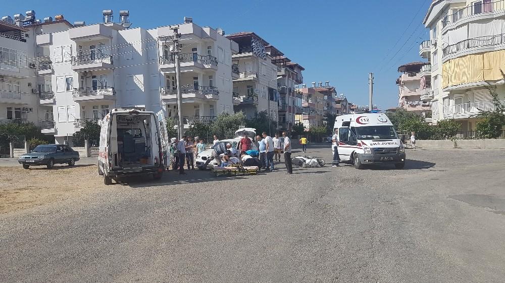 Manavgat'ta motosiklet otomobile çarptı: 2 yaralı