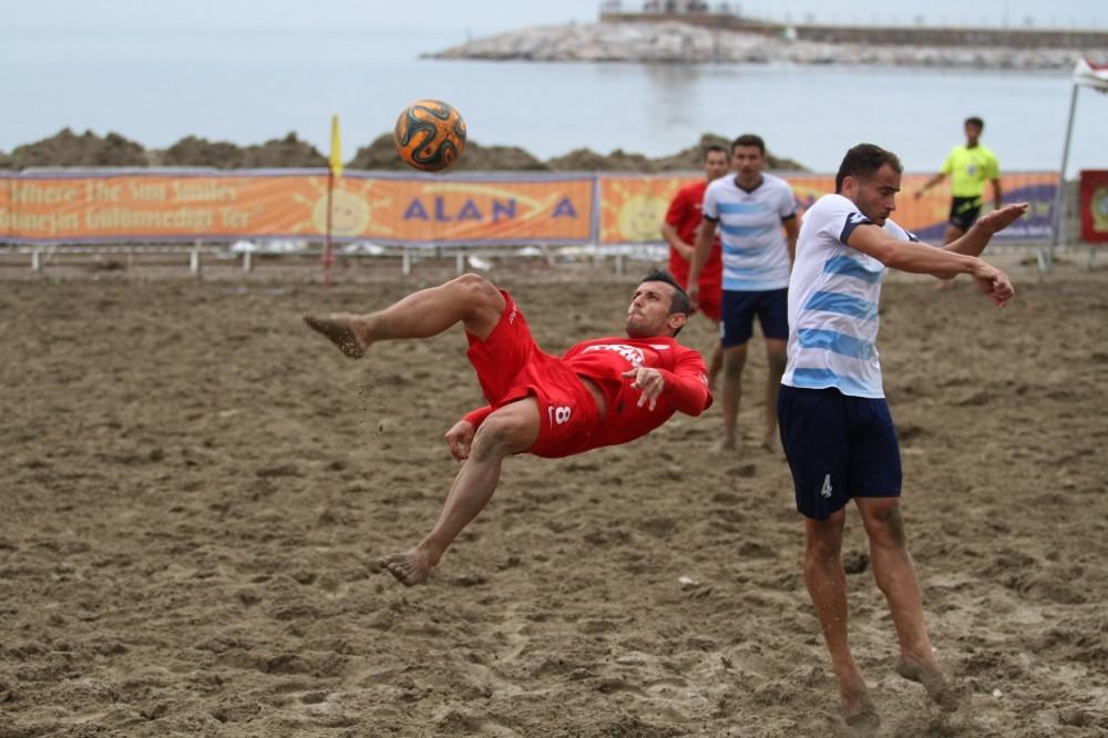 Plaj'da futbol heyecanı