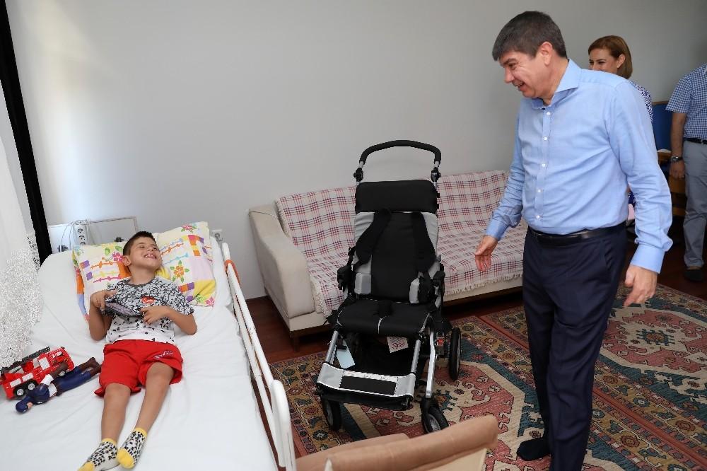 Serebral palsi hastası Mehmet'e sürpriz