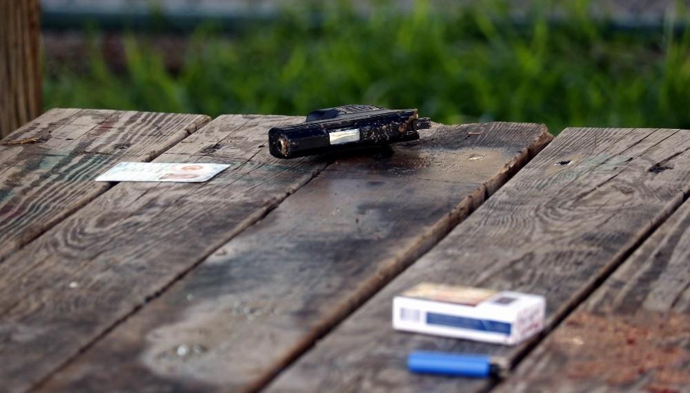 Son sigarasını içtikten sonra tabancayla intihar etti
