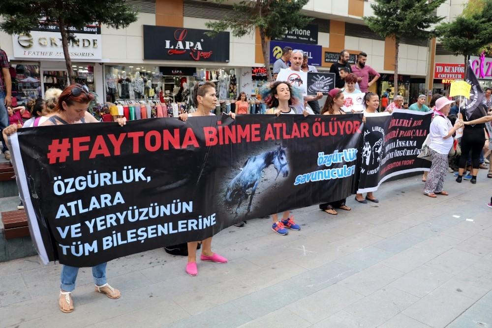 Antalya'da faytona koşulan atın ölümüne tepki eylemi