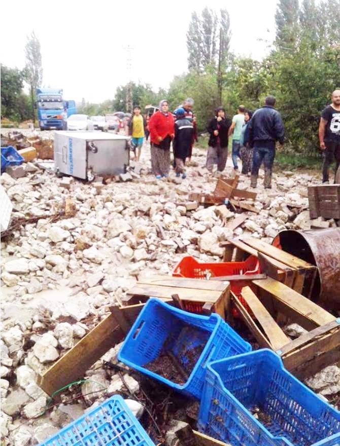 Antalya'da sel zarara yol açtı