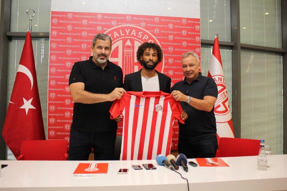 Antalyaspor'da Sangare 3 yıllık sözleşme imzaladı
