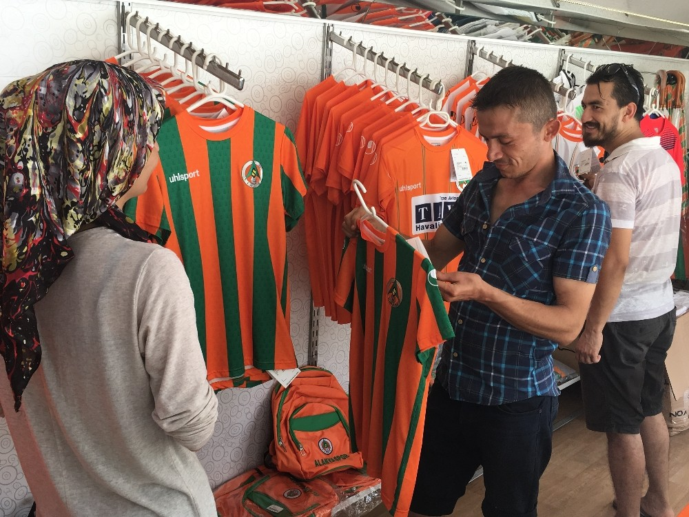 Aytemiz Alanyaspor'un yeni sezon formaları mobil mağazada