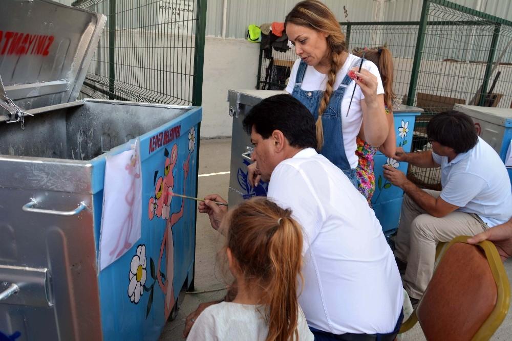 Başkan Gül, eşi ve kızı ile birlikte konteyner boyadı