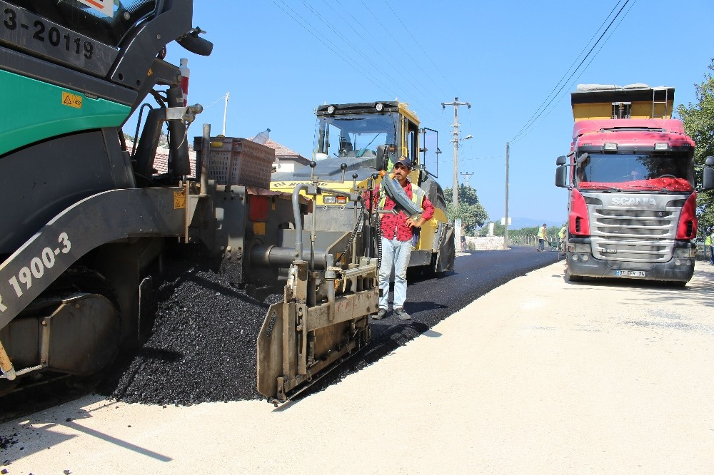 Büyükşehir'den Finike'ye asfalt seferberliği