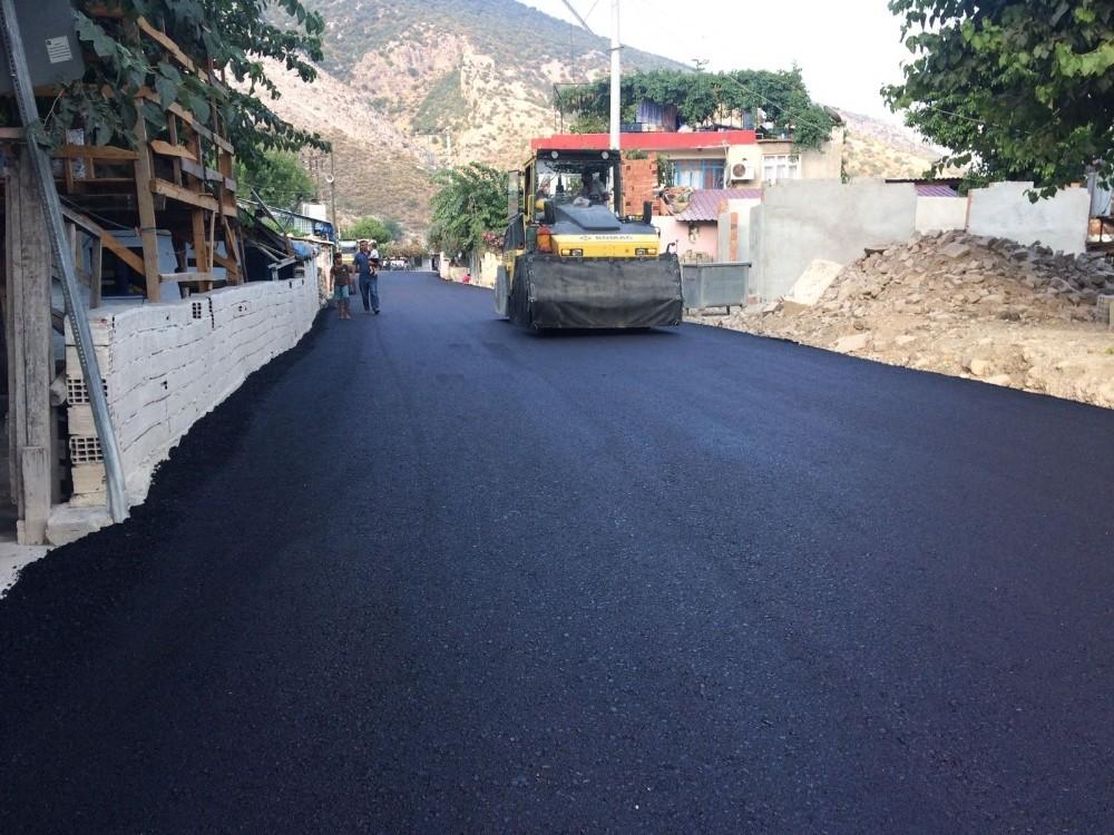 Büyükşehir'den Yuvalı ve Saklısu'ya sıcak asfalt