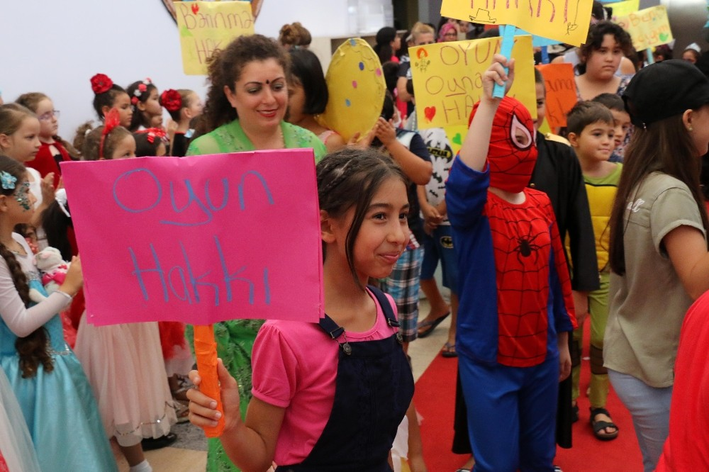 Çocuk hakları eğitimi kıyafet balosuyla taçlandı