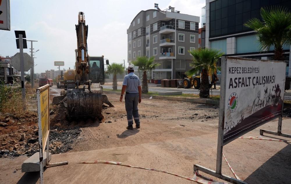 Kepez'de sıcak asfalt çalışması
