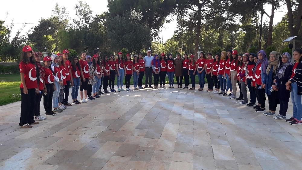 Kız öğrenciler 15 Temmuz Diriliş Gençlik kampında buluştu