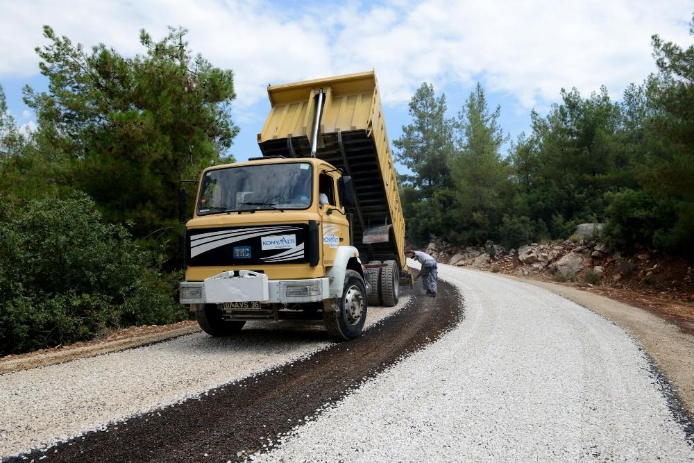 Konyaaltı Belediyesi'nden yayla yoluna asfalt