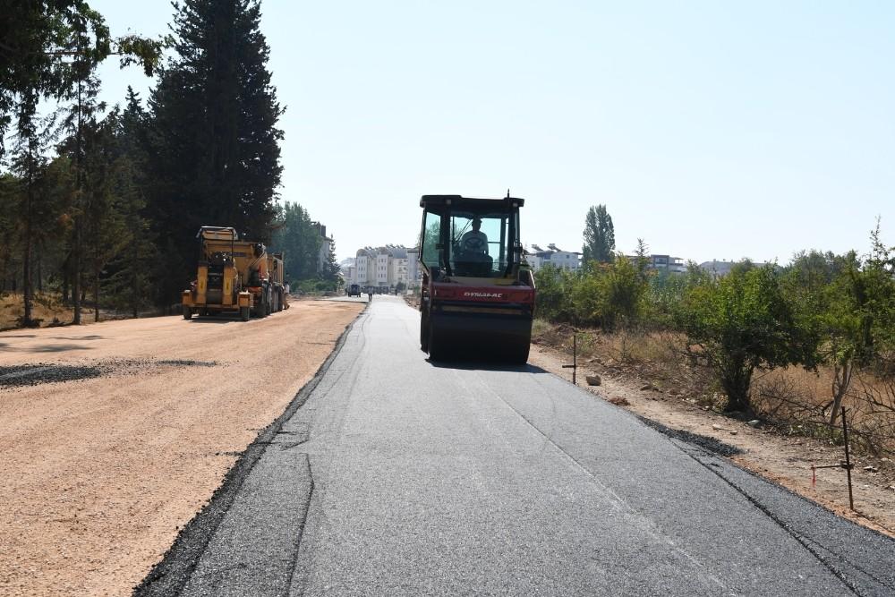Konyaaltı Göksu Çayı Köprüsü'ne sıcak asfalt