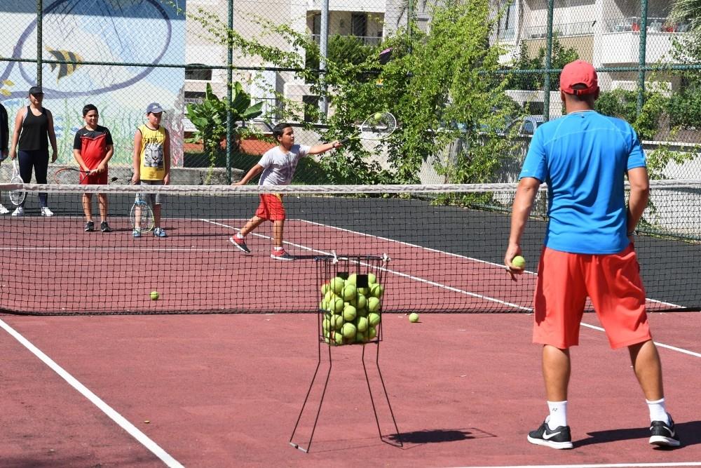Konyaaltı'nda tenis ve halk oyunu kursları