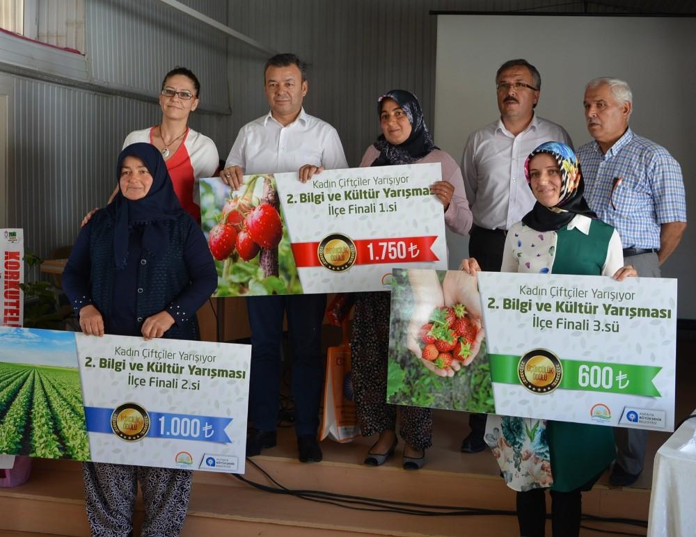 Korkuteli'nde Kadın Çiftçiler Yarıştı