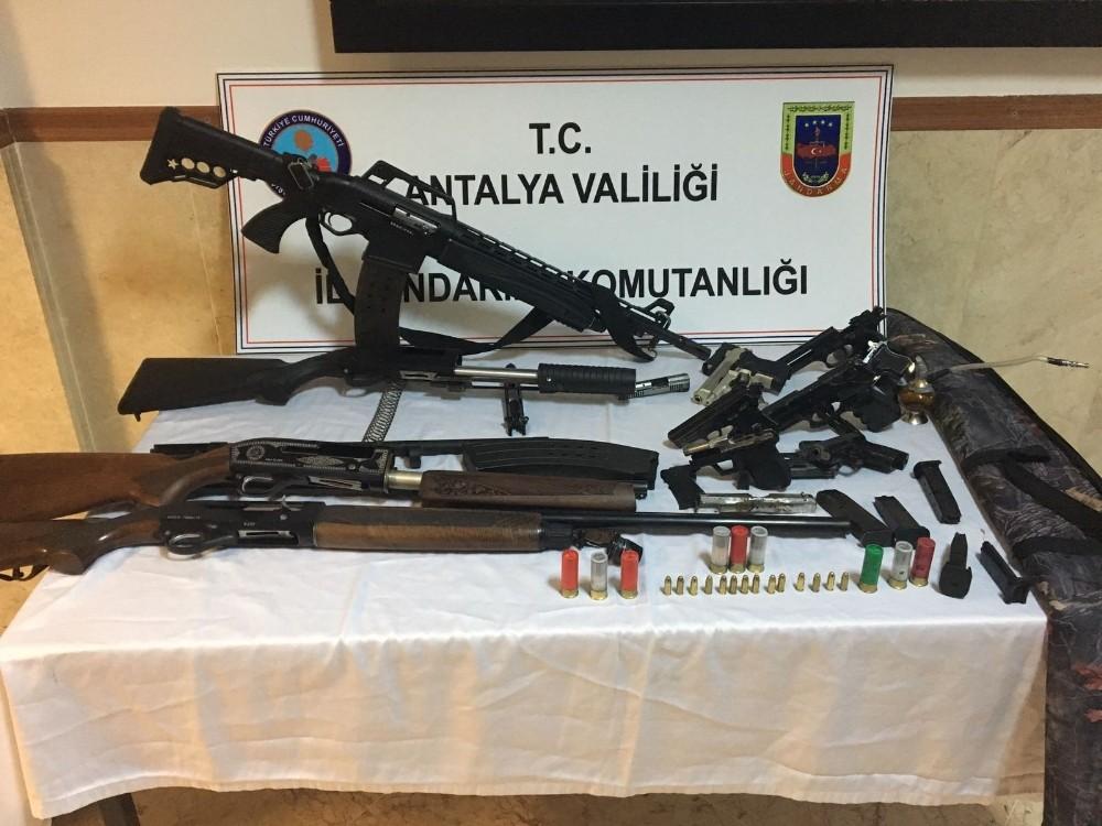 Manavgat'ta silah kaçakçılığı operasyonu
