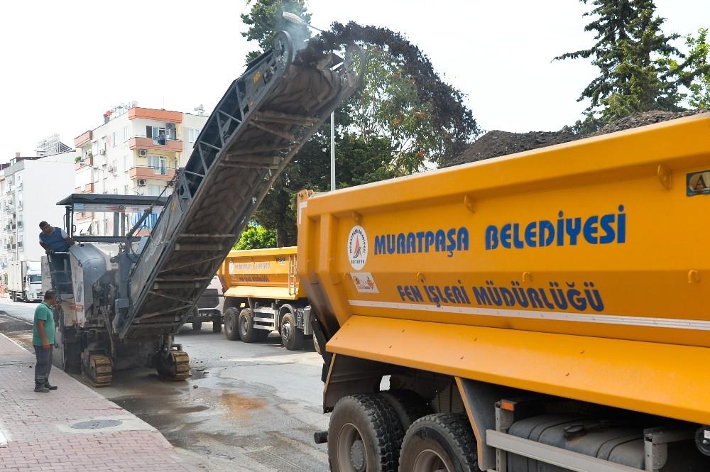 Muratpaşa Değirmenönü Caddesi'ni yeniliyor