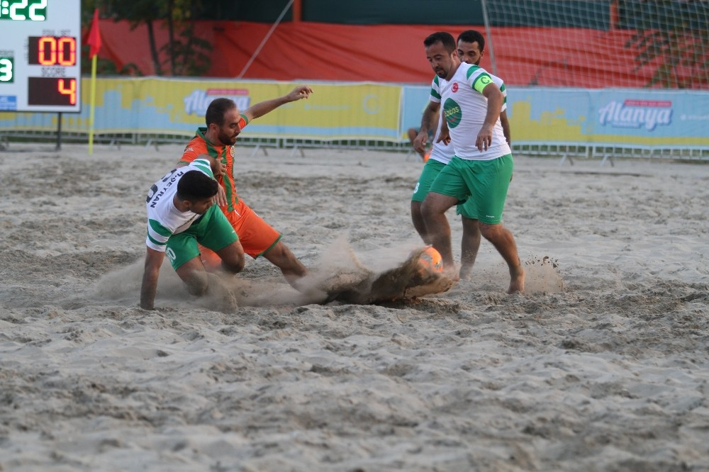 Plaj' da şampiyon Alanyaspor