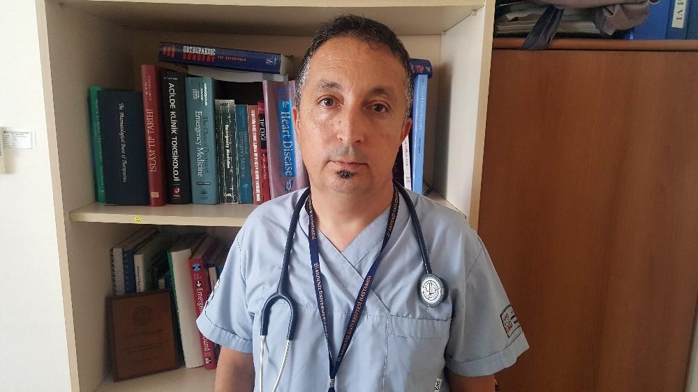 """Prof. Dr. Çete: """"Uzun tatillerde acil servis çalışanları bu yük altında eziliyor"""""""