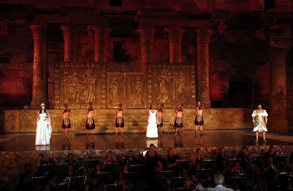 Uluslararası Aspendos Opera ve Bale Festivali 2000 yıllık antik tiyatroda başladı
