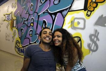Youtuber karı-koca birbirlerine yaptıkları şakalarla izlenme rekorları kırıyor